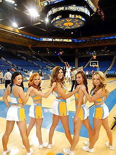 lesben cheerleader fick team